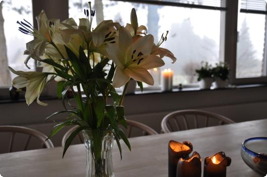 Knejsende liljer