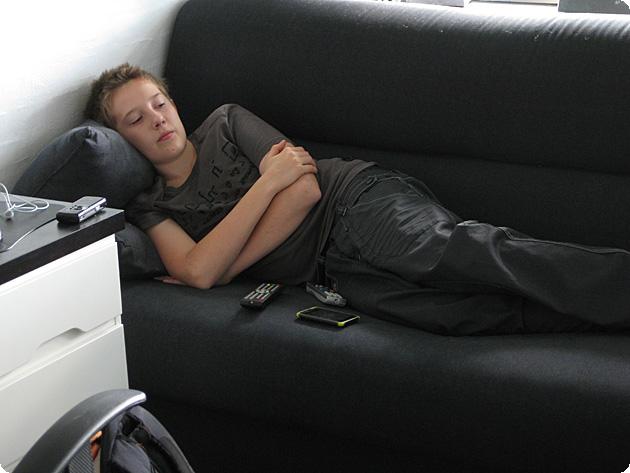 En slapper på sovesofaen
